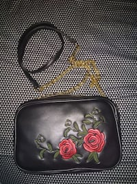 Black leather crossbody bag and gold chain Surrey, V3R