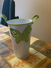 green and white ceramic mug Brampton, L6R