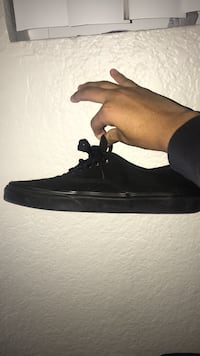 Black vans trying to get rid of them price is negotiable same(same with all the other shoes on on my page) 2337 mi