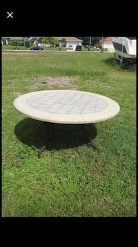 Heavy duty round outdoor table Fort Myers, 33901