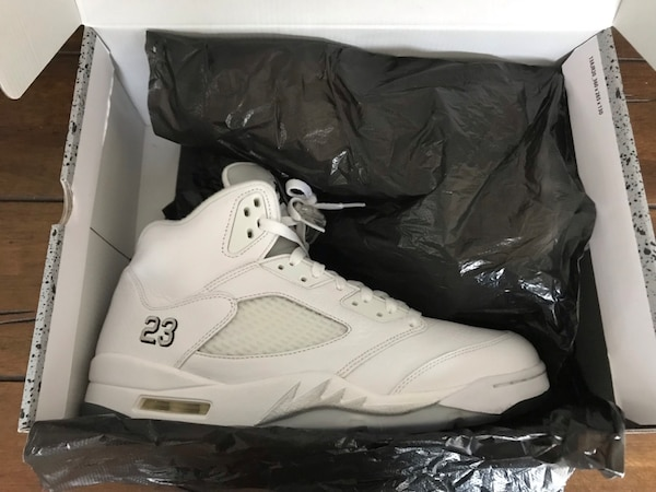 1068f46e75cc Used White Metallic Retro 5 s for sale in Atlanta - letgo