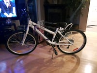 white and black hardtail mountain bike Longueuil, J3Y 5W7