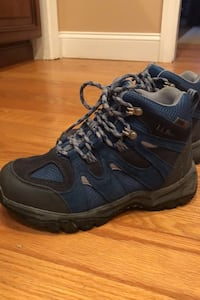 Boys size 6 Hiking Boots