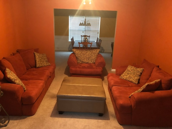 Burnt Orange Sofa Loveseat Chair Usado En Venta En Fairburn Letgo