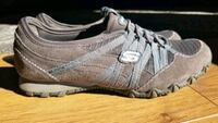 ladies size 6.5 skechers shoes  Cambridge