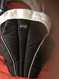 Britax Baby carrier. Like new only used with one child MONTREAL
