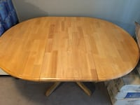 Nice table. 42 x42 round with out the leaf Maple Ridge, V2X 2C6