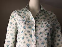 Women's Buffalo button up floral blouse MED size Abbotsford, V4X 1E7