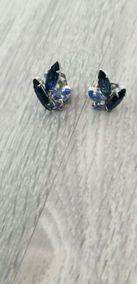 Vintage 1960s sapphire Blue Crystal Clip Earrings. Markham, L6B 1G6