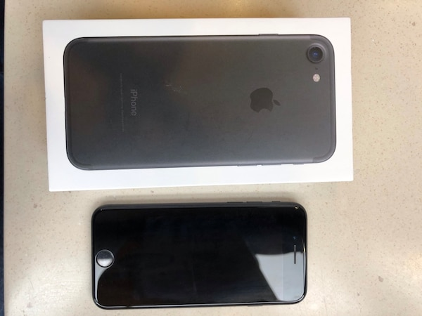 iPhone 7 32GB *UNKOCKED*