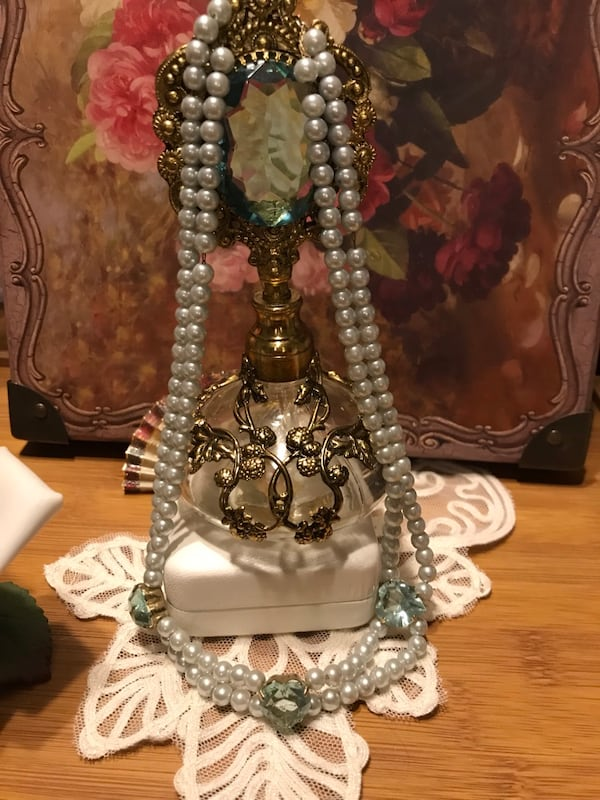 Beautiful! Turquoise Blue Victorian Pearl Necklace with Hearts 1