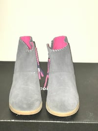 Pair of gray suede boots Columbia, 29223