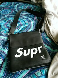 Louie V x Supreme messenger bag  Washington, 20032