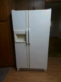 white side by side refrigerator with dispenser Lafayette, 70501