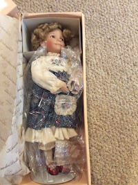Ashton-Drake collectible porcelain doll. In original box. Goldilocks. From 1989; Edwin M. Knowles China company. Toronto, M9B 5R2