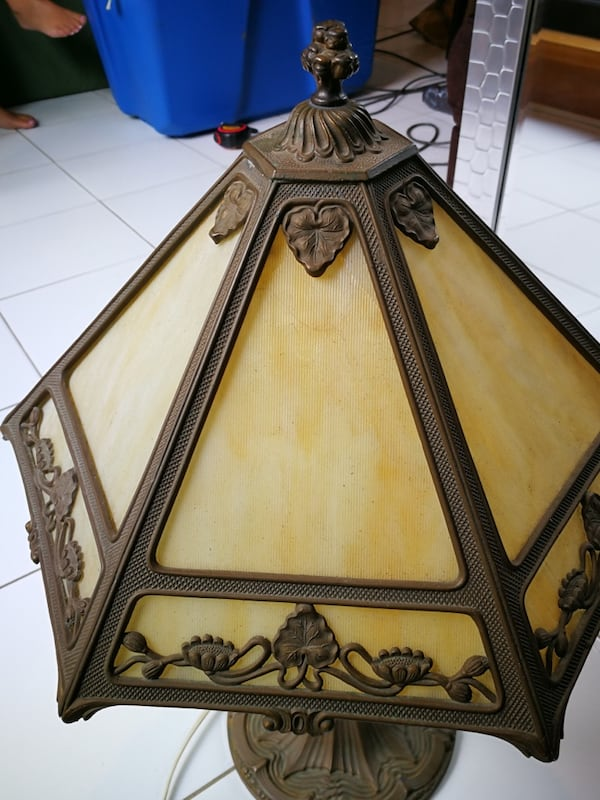 Lamp Tiffany  d0389860-1e6b-4080-8086-d35a2e523d15