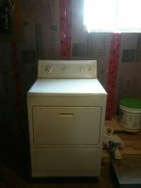 white front-load clothes dryer Beauharnois, J6N 2X5