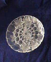 Round clear cut glass plate. It's heavy ! Pick up asap Toronto, M3C 3P3