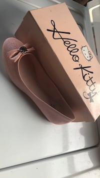 Pair of pink suede flats Fresno, 93702