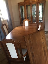 4 peice dining set  with extended table and hutch ......MUST PICK UP