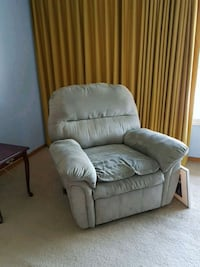 gray fabric recliner sofa chair Toronto, M1H 2E4