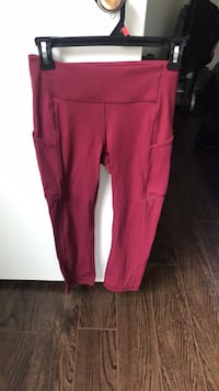Lululemon crops with side pockets  Richmond Hill, L4C 8L8