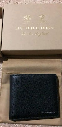 Burberry Wallet (never used) Langley, V3A 7E9