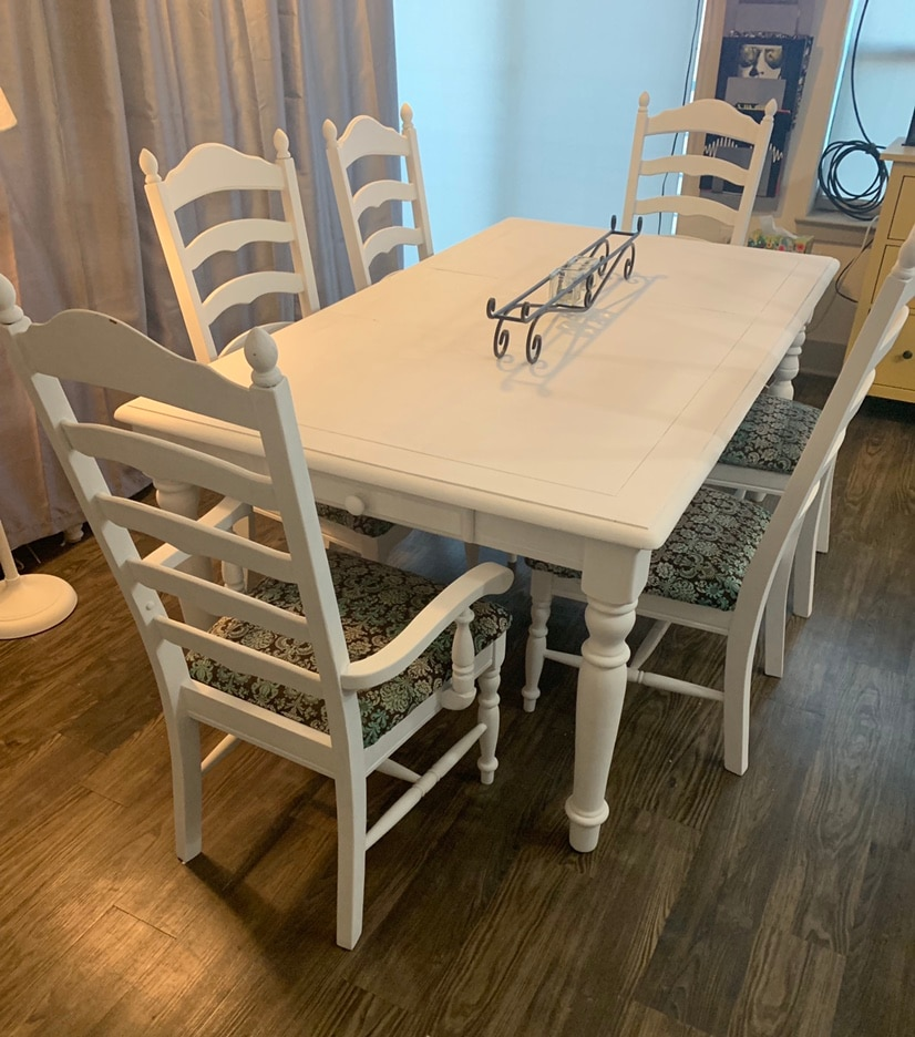 White Farmhouse Table And 6 High Back Chairs With Cushions