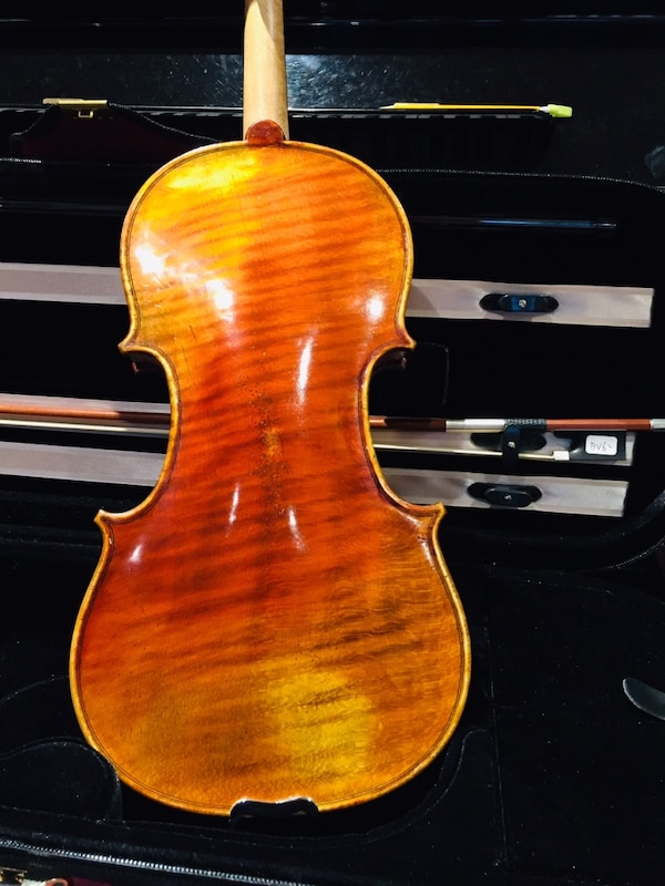 Full size Kono violin with self duty pegs,bow and light case. c8aa204f-a004-46b6-adae-7c67fd13641c