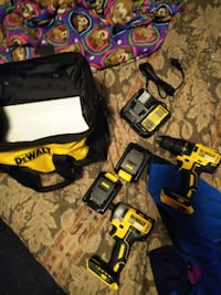 DeWalt impact and drill driver with 2 batteries charger and bag