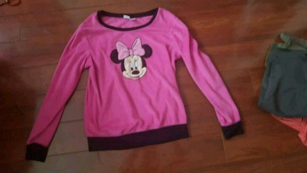 WARM DISNEY minnie mouse shirt (medium)