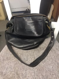 Vintage coach black leather  572 mi