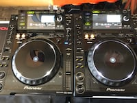 2 pioneer cdj 2000 with boxes and road cases Mississauga, L5V 2N4