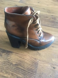 unpaired brown leather chunky heeled boot null