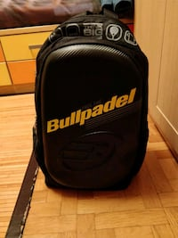 Mochila negra bullpadel hardside Madrid, 28007