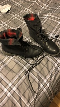 Size 9and 1/2 black boots. Can be folded down or worn up Johnson City, 37615