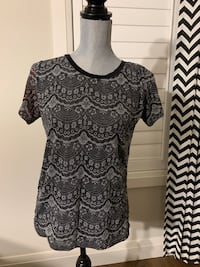 Women's top size L London, N6M 0E5