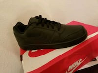 pair of black Nike low top sneakers Tulare, 93274