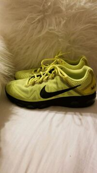 Nike men 8.5 neon yellow San Juan, 78589