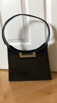 Guess Over the shoulder black handbag Burlington, L7L