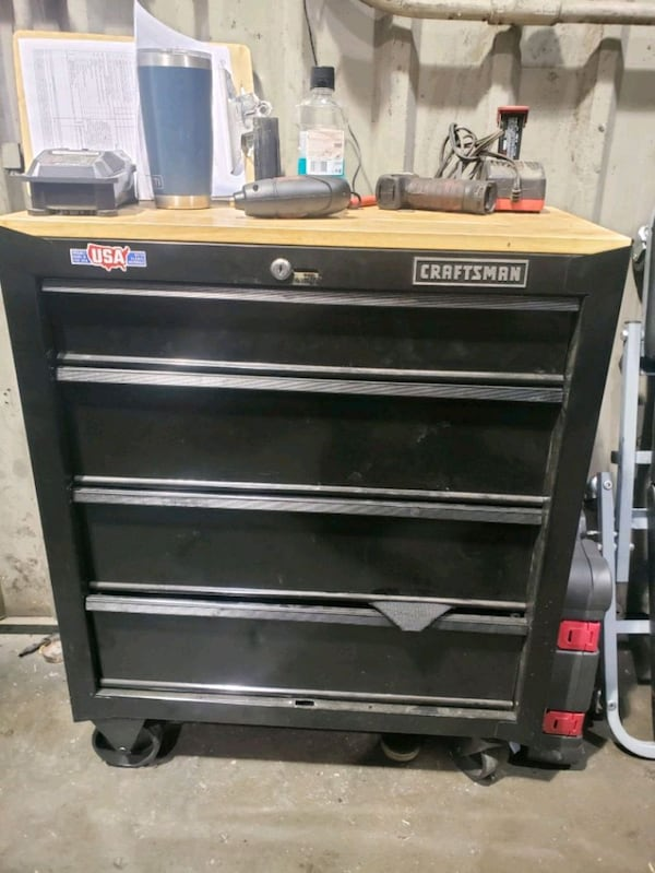 Craftman rolling toolbox 0