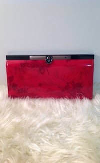 Red Wallet 539 km