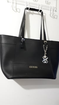 Guess Purse - looks great - $25.00 MISSISSAUGA