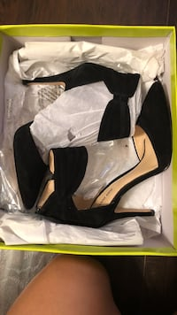pair of black suede pumps with box Jacksonville, 32246