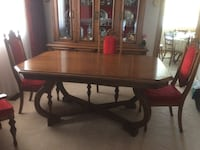 Dining Room Table and Hutch  St Catharines, L2M 6V3