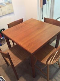 Square brown wooden table Bedford, 03110