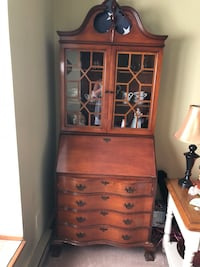 Brown wooden cabinet with shelf Plainville, 06062