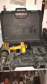 18v still with 1 battery. A charger. And the case . Used but working in excellent condition  Toronto, M6M 0B2