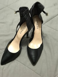 Sz 7.5 guess leather pointed-toe pumps