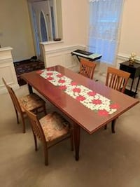 Dining Table with Glass cover and four chairs Boston